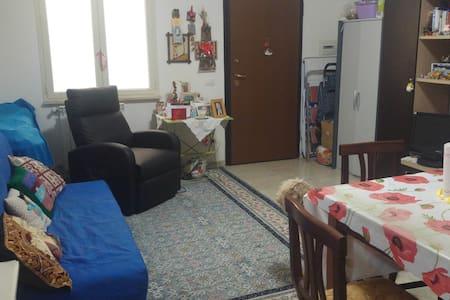 Piccolo appartamento vicino al porto,4 posti letto - Civitavecchia