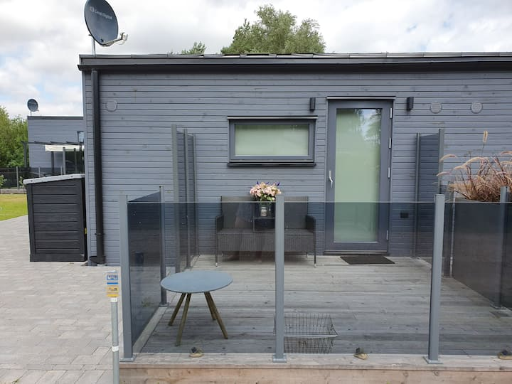 Tiny house for 2 just 300m from the beach