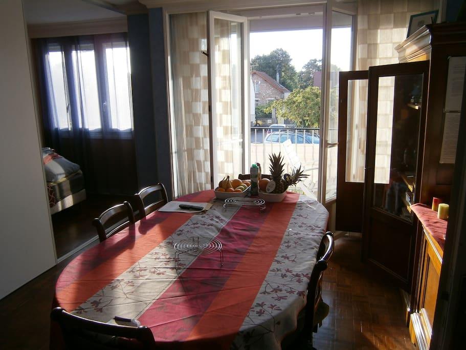 Salon avec balcon 9 M²