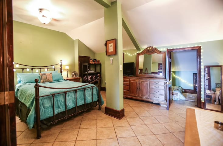 """""""The 0wls Nest"""" 1200ft² French Quarter 1.5bd - New Orleans - Apartment"""