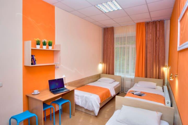 Трехместный номер в уютном хостеле - Kiev