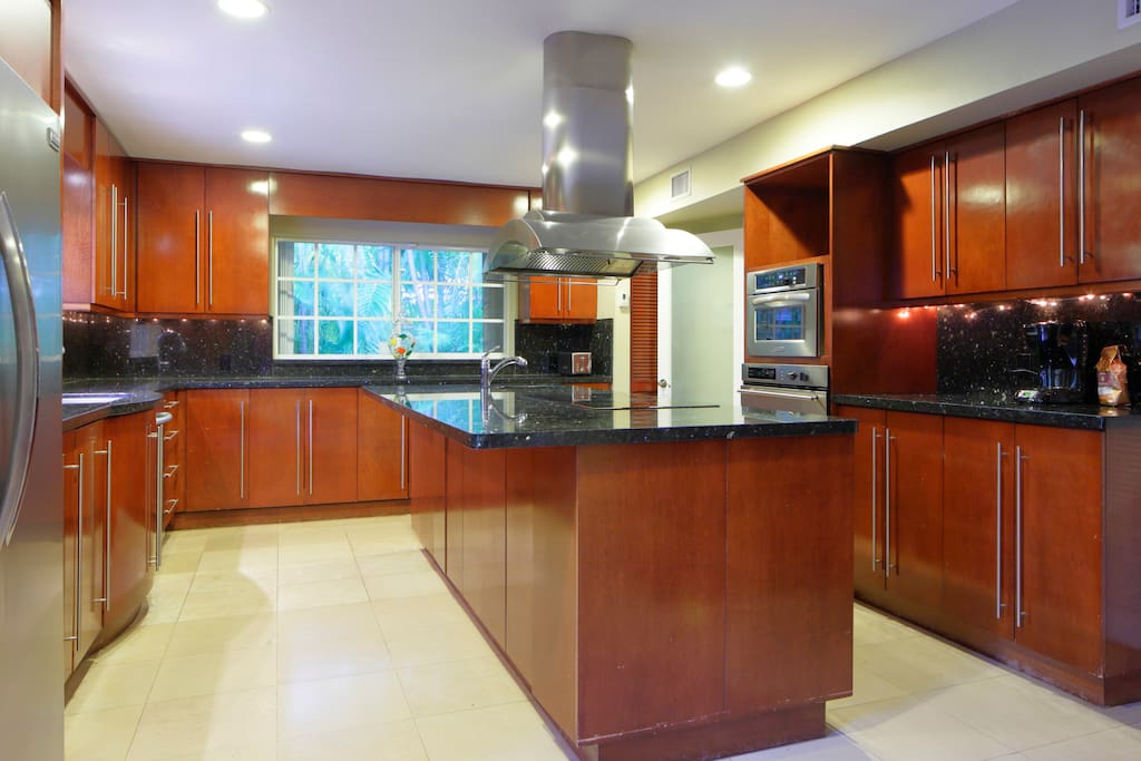 Spacious kitchen, with a lot of cabinets to store your food. Granite countertops for preparing meals.
