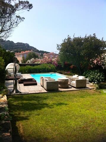 Amazing Villa with pool in Porto Cervo city center - Porto Cervo - Villa