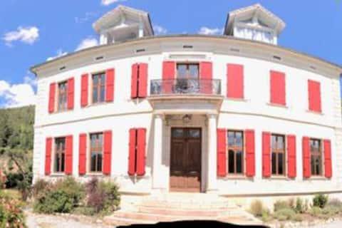 Appartement et jardin privé dans Villa historique