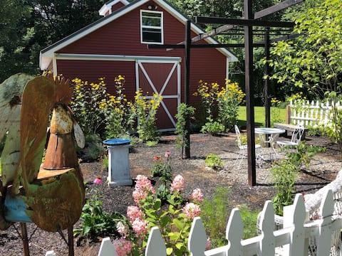 Farmhouse Chic Suite.Saratoga, Hiking, Lake George