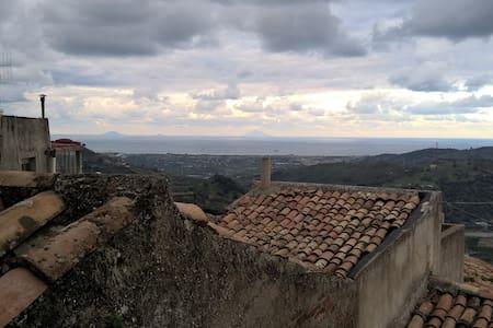 Nel bello delle Colline Siciliane - San Pier Niceto