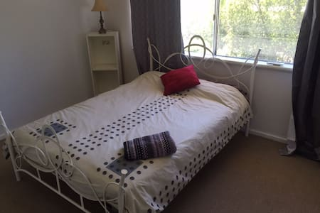 Townhouse,  Mt Lawley, close to city & airport - Mount Lawley