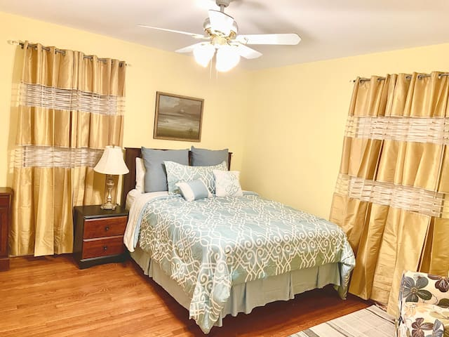 Specious-bedroom with a very comfortable new queen bed. The room can have an additional single bed if and when needed for a third guest.