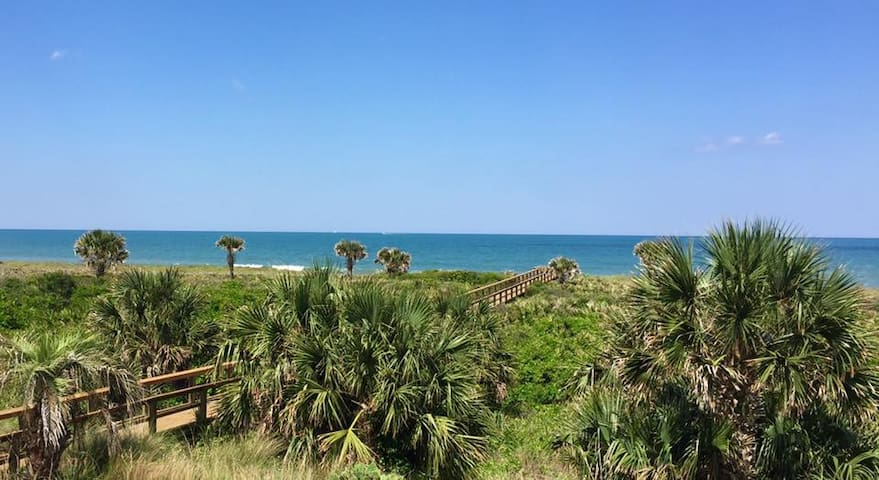 SALE! BEACHFRONT Condo for Six! - Palm Coast - Apto. en complejo residencial