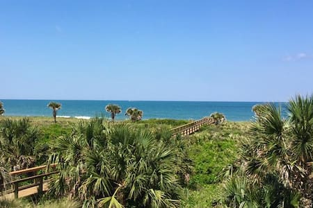SALE! BEACHFRONT Condo for Six! - Palm Coast - Wohnung