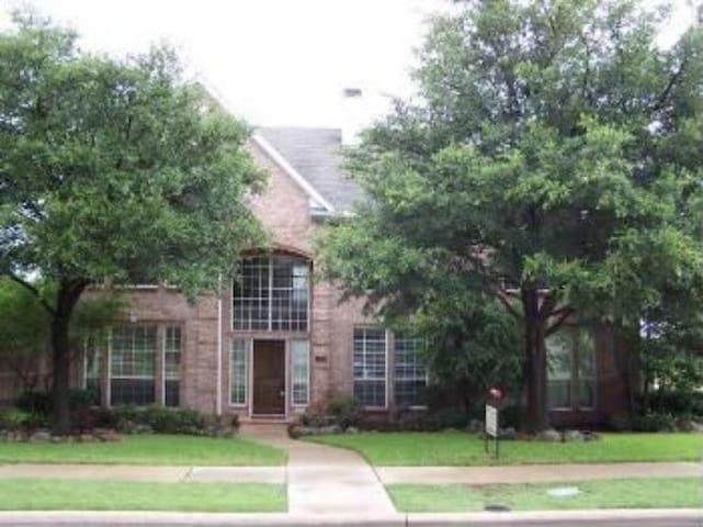 Private Bedroom in Beautiful Spacious House - Plano - House