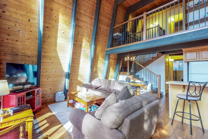 Woodland home in a quiet location w/ deck, gas fireplace & entertainment options