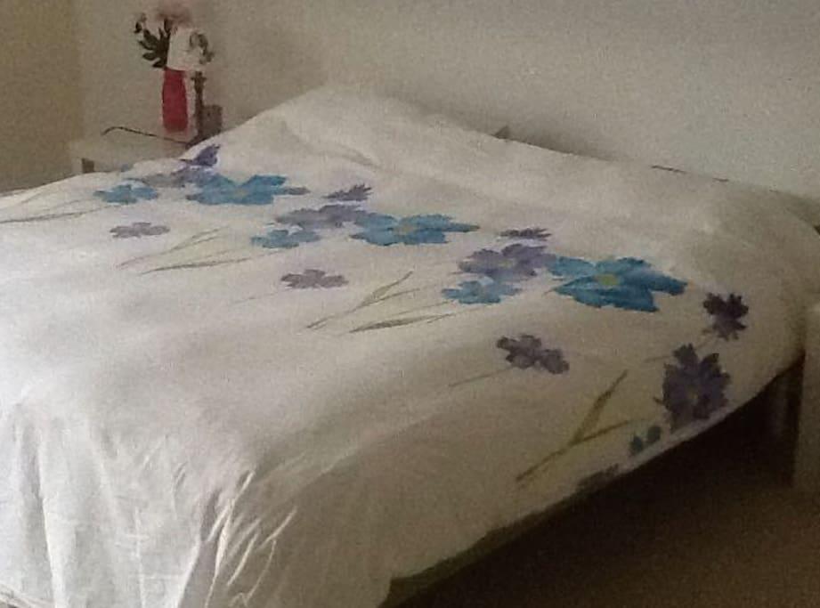 2 Eenspersoon bed(den) aangeschoven tot een