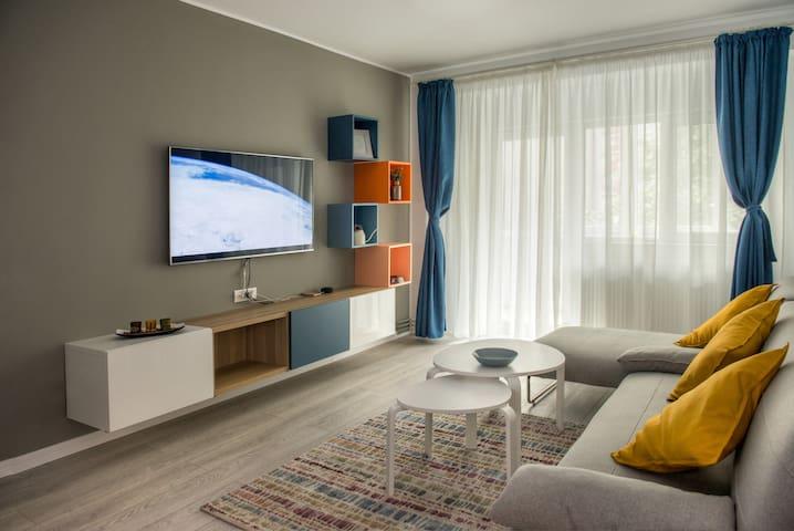 Spacious & Quiet City Center Apartment