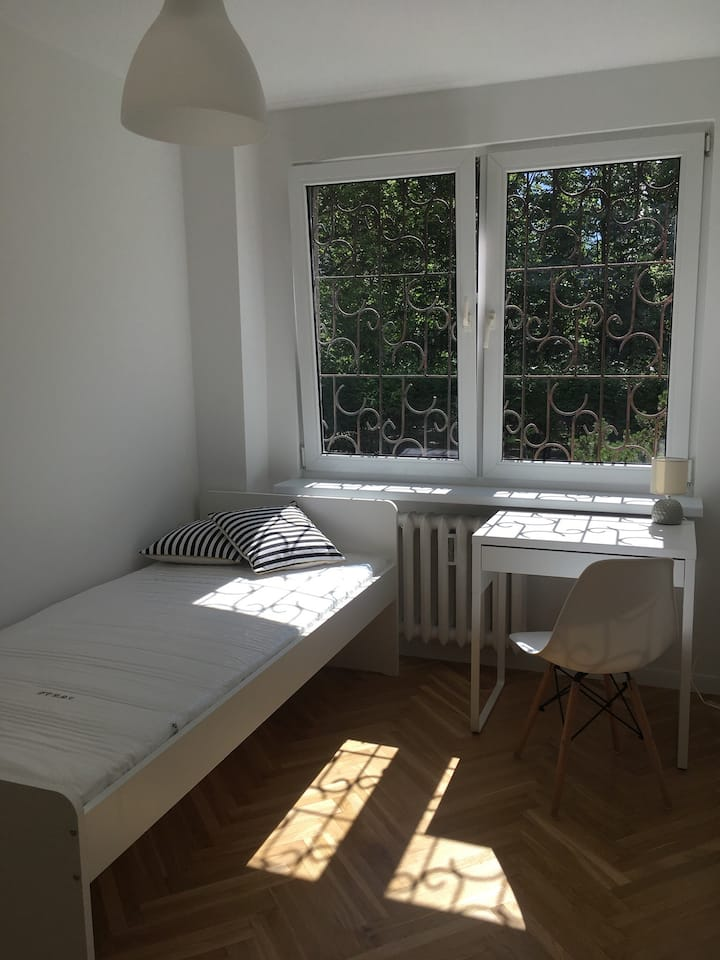 Summer deal: single rooms in style sharing flat