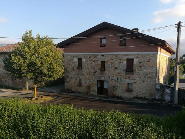 Casa Rural al pie de la sierra de Aizkorri-Aratz