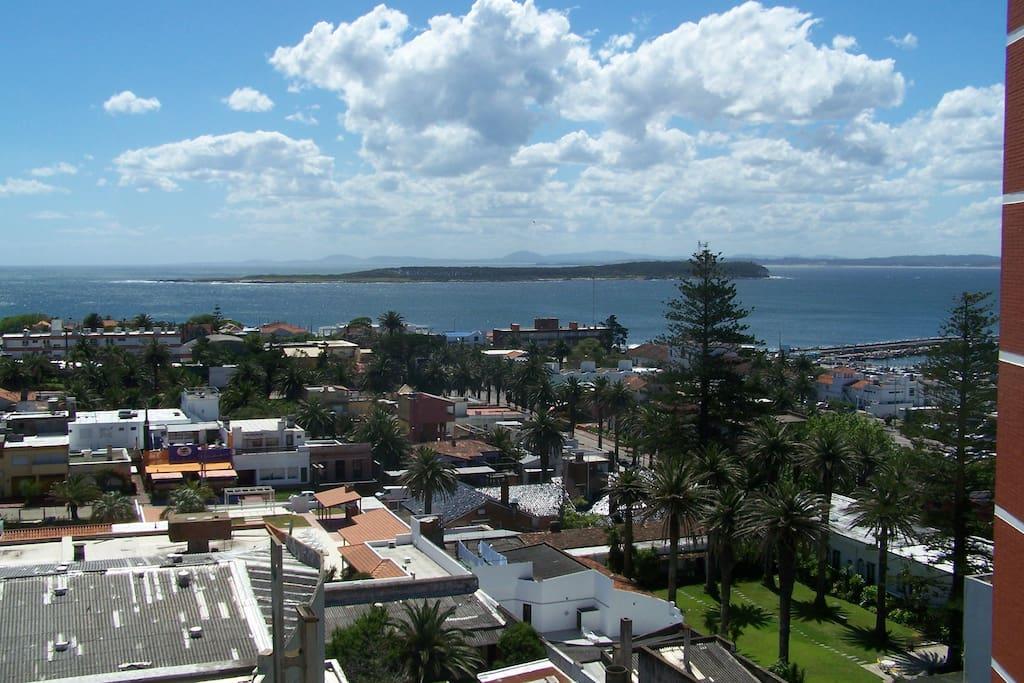 Vista a la Isla Gorriti desde el balcón del departamento. Lindísimos atardeceres!