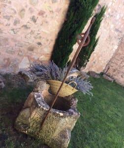 Casa de piedra para disfrutar del tiempo libre - El Guijar - Hus
