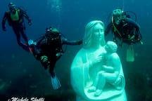 madonna di Custonaci scultura in marmo posta in fondo al mare a Cornino