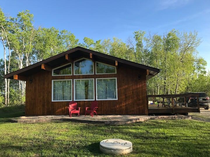Beautiful 3 Bedroom- 4 Season Cabin