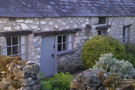 Characterful 17th Century Barn Conversion - Llanbedr-y-cennin - Andere