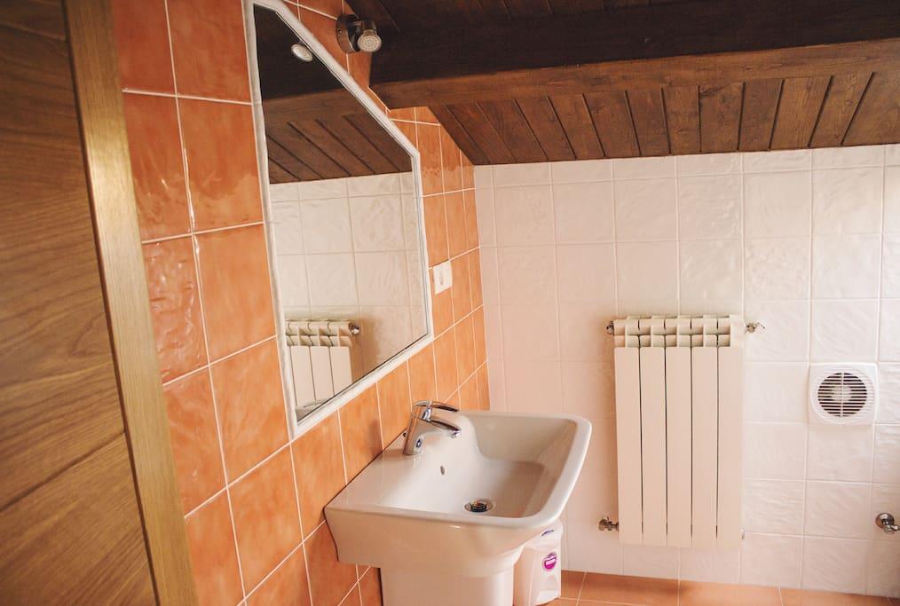 Baño habitacion UNO .