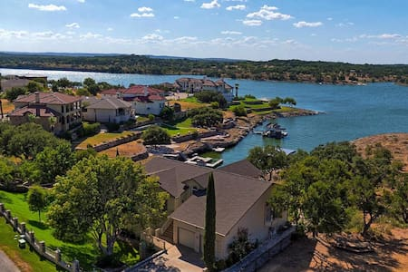 Lake Travis Waterfront Estate 2 acres sleeps 30 - Lago Vista