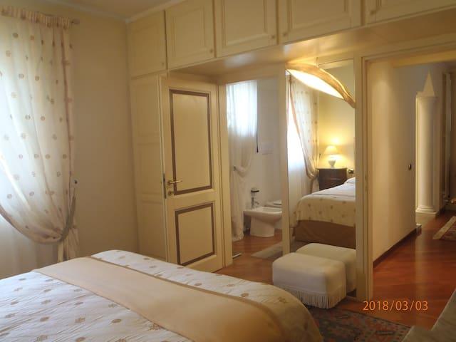 stanza e bagno privato  home relax  costa smeralda