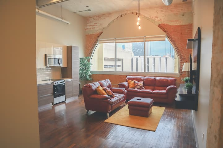 The Legacy Loft | Free Valet | Touchless 1 Bedroom