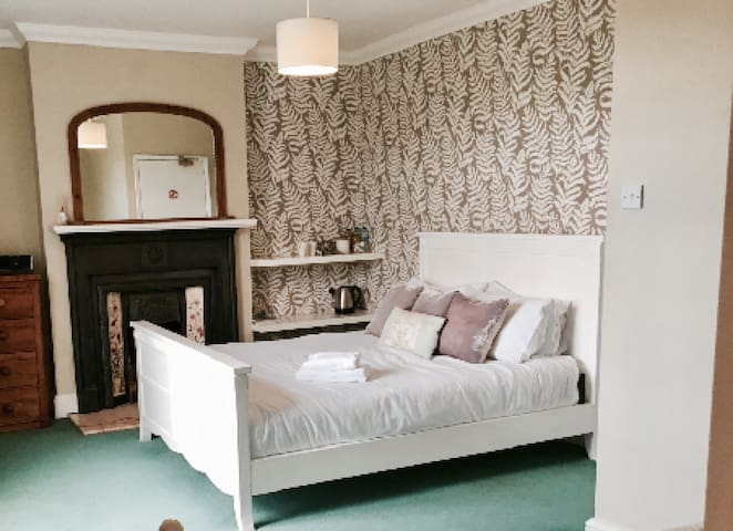 Spacious triple room located at the heart of Hurstpierpoint
