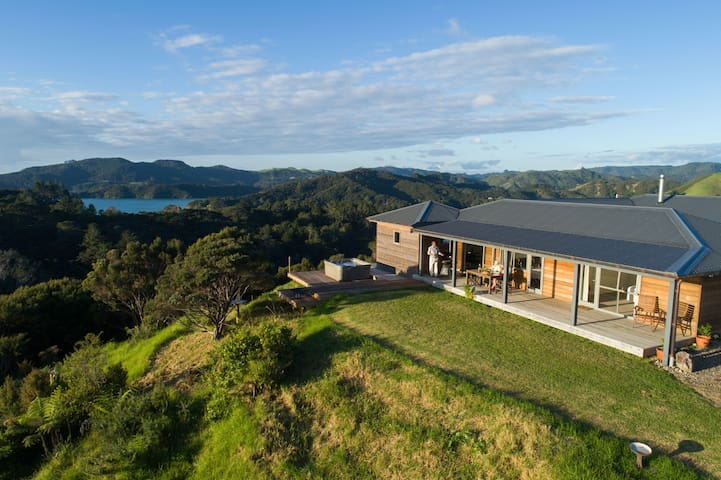 Villa Whangaroa: your home from home: heaven-haven