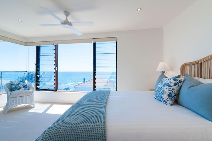 Level 1, bedroom 2, queen, ocean view