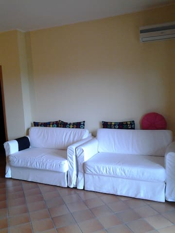 Oleandro apartment close to the beach - Paola