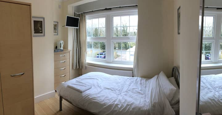 Single room for Gatwick, transfers available
