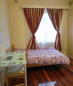 4. Double room near Auburn station - Auburn - Dům