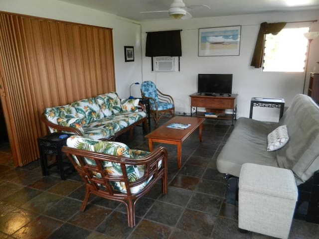 Hale Ekolu, private garden unit with AC - Kailua - House