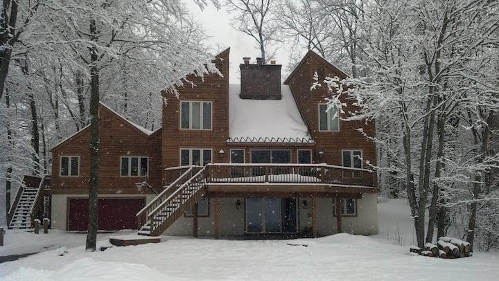 N Michigan 5/4.5 Ski & Golf Chalet