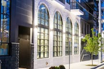 A Modern Luxe Apt- 2Blks From Broadway, Pool & Gym
