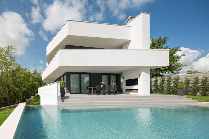 Luxurious Villa 55 with Jacuzzi, two swimming pools and a sauna in central Istria