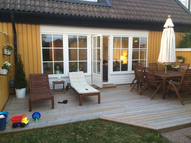 Cosy house, 15 minutes from central Stockholm - Täby - House