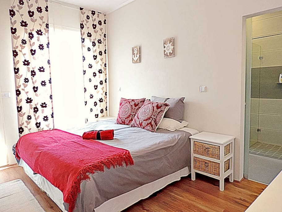 bedroom with one double or 2 single beds