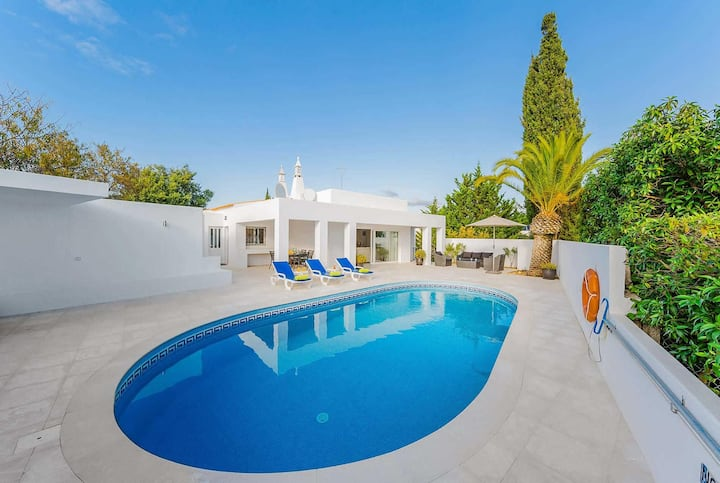 Modern 5 bed villa on the outskirts of Carvoeiro