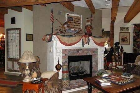 Historic Living in 1863 Cider Mill of Zoar - Zoar - Dom