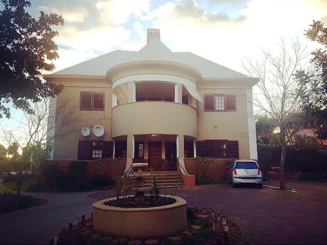 Manasse Manor B&B, Room 4 - Malmesbury - Wikt i opierunek