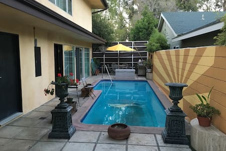 Palisades townhouse with pool - Los Angeles - Řadový dům
