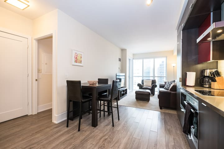 Luxury 1 Bedroom Apartment with CN tower view