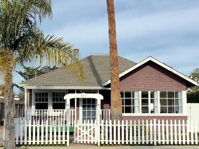 Seahorse Cottage, A Family Friendly Santa Cruz Beach Rental!