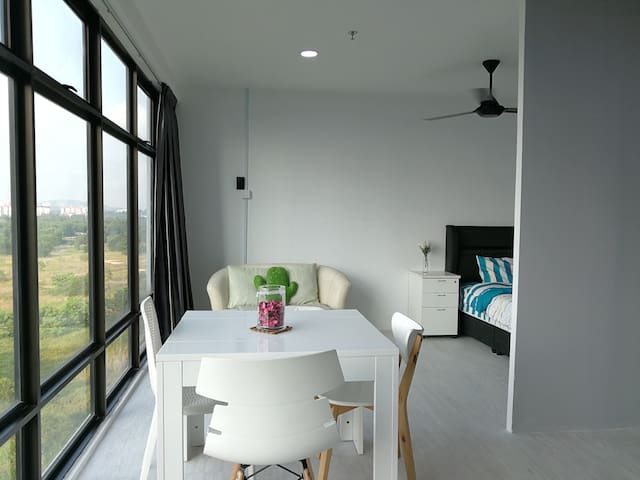 Affordable Living Space for Budget Travellers P402