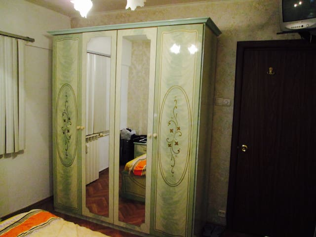 Comfortable room, 3 minutes away from the subway - București