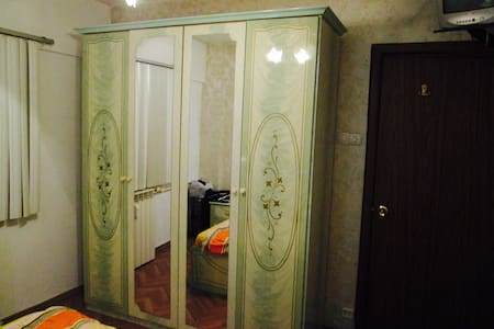 Comfortable room, 3 minutes away from the subway - București - Lejlighed